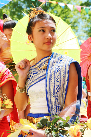lao_new_year_riverdale_10_12_b-vong.com