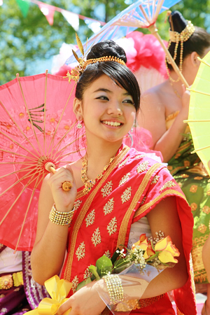 lao_new_year_riverdale_10_13_b-vong.com