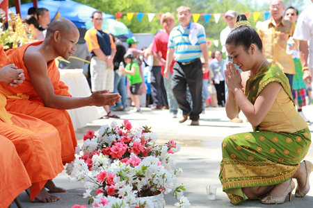lao_new_year_riverdale_10_16_b-vong.com
