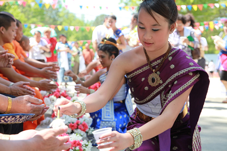 lao_new_year_riverdale_10_17_b-vong.com